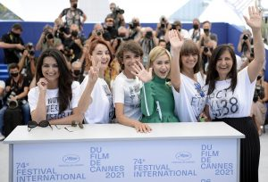 First Reviews after the Premiere of Women Do Cry in Cannes